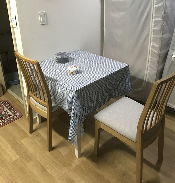 완성 후 테이블과 같이 놓은 모습
